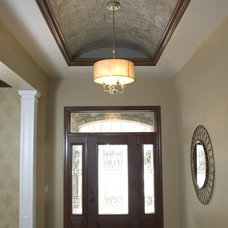 Traditional Entry by Radue Homes Inc.