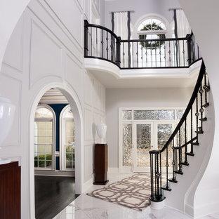 Idéer för en mellanstor klassisk foajé, med vita väggar, marmorgolv, en dubbeldörr, glasdörr och vitt golv