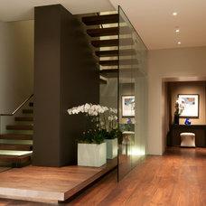 Contemporary Entry by Arthur McLaughlin & Associates, Inc.