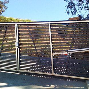 Entryway - modern entryway idea in Los Angeles
