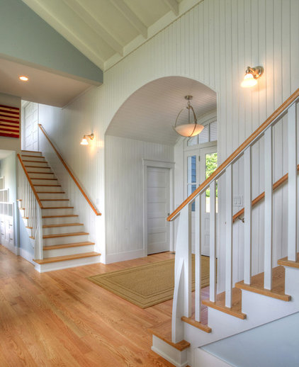 Traditional Entry by CK Architects