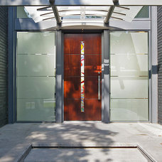 Contemporary Entry by Domiteaux + Baggett Architects, PLLC