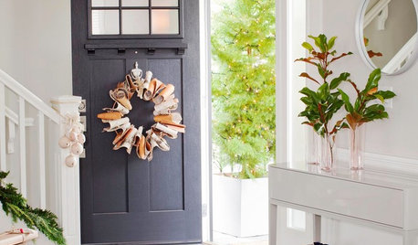 11 Christmas Front Door Decorating Ideas