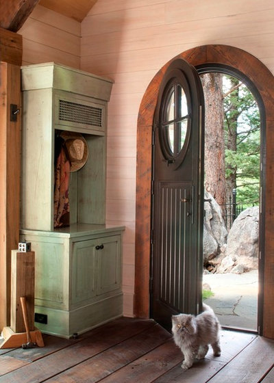 Rustic Entry by TKP Architects