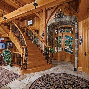 Пример оригинального дизайна интерьера: прихожая в стиле рустика с двустворчатой входной дверью и входной дверью из дерева среднего тона