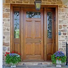 Farmhouse Entry by Worthington Custom Builder Inc.
