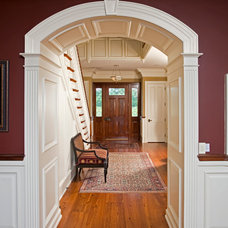 Traditional Entry by Worthington Custom Builder Inc.