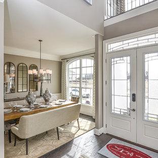 Свежая идея для дизайна: большая узкая прихожая в стиле современная классика с бежевыми стенами, полом из фанеры, двустворчатой входной дверью и белой входной дверью - отличное фото интерьера