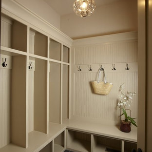 Inspiration for a timeless mudroom remodel in Tampa