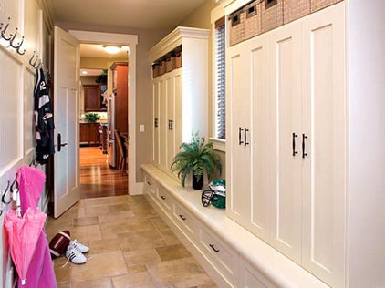 Traditional Entry by Gavin Rae / Legacy Kitchens