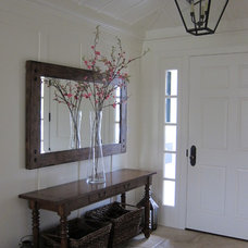 Traditional Entry by Su Casa Designs