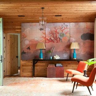 Maritimer Eingang mit Foyer, braunem Holzboden, Einzeltür und grüner Tür in Charleston
