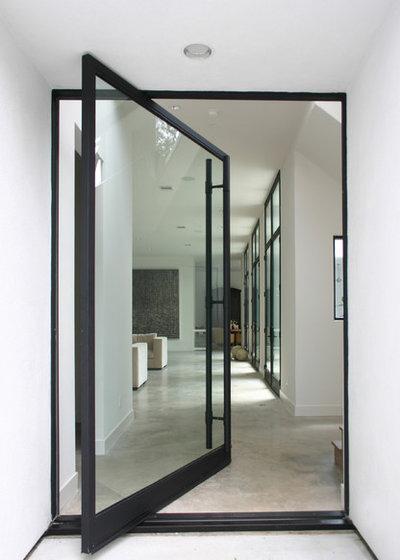 Moderne Entrée by Allen Bianchi