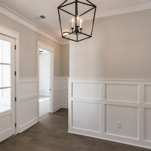 Imagen de distribuidor de estilo de casa de campo, de tamaño medio, con paredes grises, suelo vinílico, puerta simple, puerta de vidrio y suelo marrón