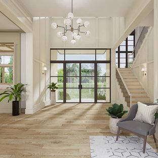 Inspiration för mycket stora moderna foajéer, med beige väggar, ljust trägolv, en dubbeldörr och glasdörr