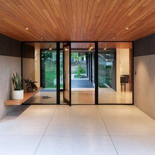 Idee per un grande ingresso moderno con pareti bianche, pavimento alla veneziana, una porta a pivot, una porta in vetro, pavimento bianco e soffitto in legno
