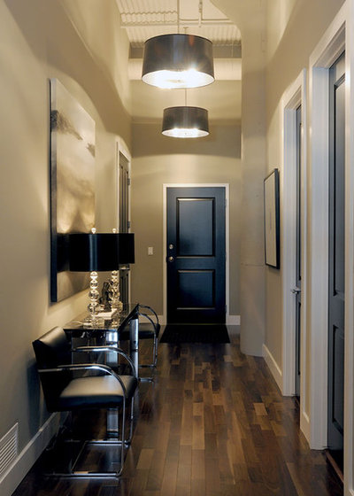 Transitional Entry by Atmosphere Interior Design Inc.
