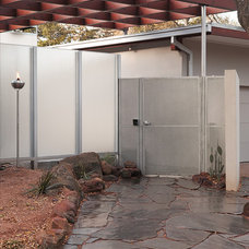 Midcentury Entry by Steinbomer, Bramwell & Vrazel Architects