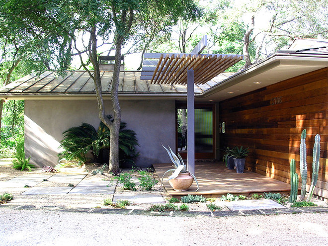Midcentury Entry by Tom Hurt Architecture