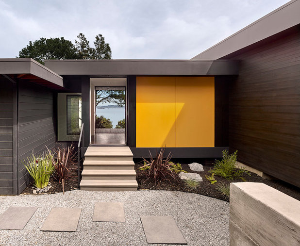 Contemporary Entry by Cary Bernstein Architect