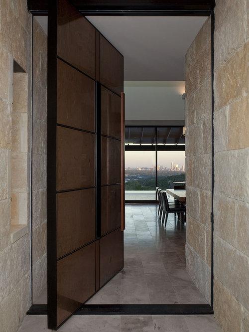 eingang mit brauner t r und haust r hauseingang eingangsbereich gestalten houzz. Black Bedroom Furniture Sets. Home Design Ideas