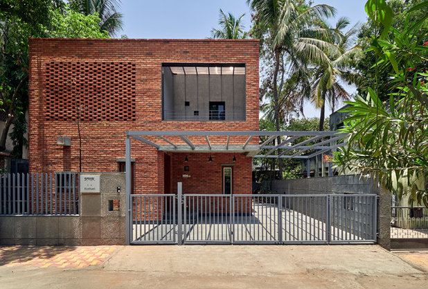 Modern Entry by Alok Kothari Architects