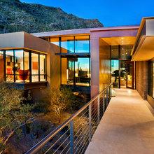 Houzz Tour: Modern Desert Home for a Family of 9