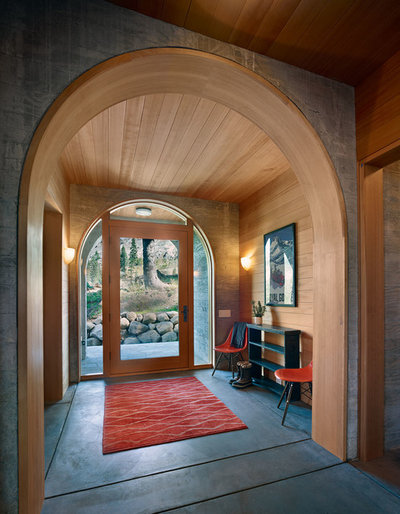 Rustic Entry by BCV ARCHITECTURE + INTERIORS