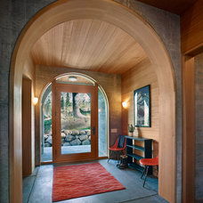 Rustic Entry by BCV ARCHITECTS