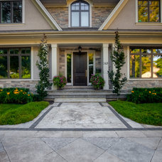 Traditional Entry by Gelderman Landscape Services