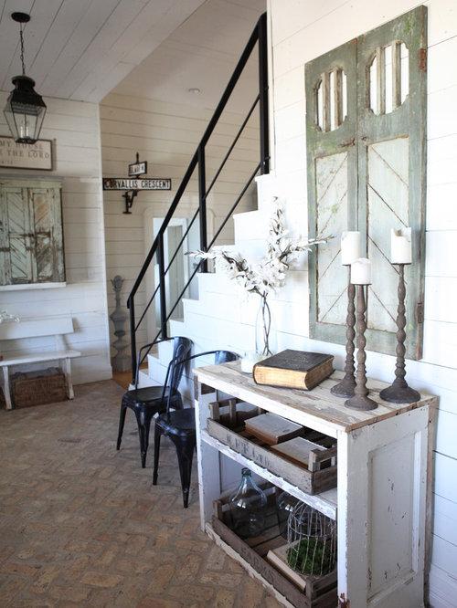 entr e de taille moyenne avec un sol en brique photos et id es d co d 39 entr es de maison ou d. Black Bedroom Furniture Sets. Home Design Ideas