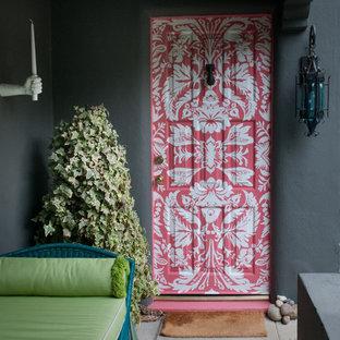 Eklektische Haustür mit Einzeltür in Los Angeles
