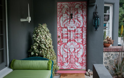 9 Ways to Decorate Your Door