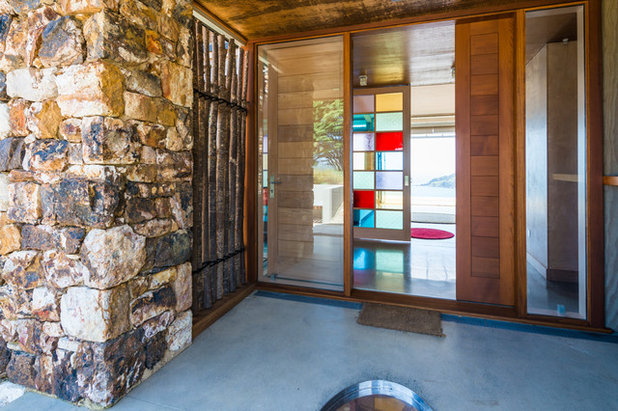 Contemporary Entry by Charissa Snijders Architect