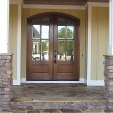 Traditional Entry by Jarman Homes