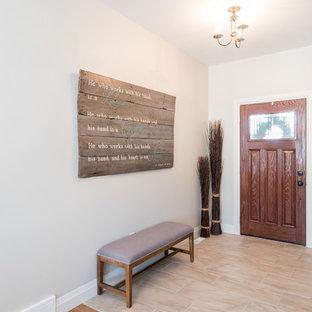 Exemple d'une grande porte d'entrée craftsman avec un mur gris, un sol en linoléum, une porte simple et une porte en bois foncé.
