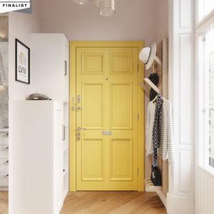На фото: маленькая узкая прихожая в стиле модернизм с фиолетовыми стенами, полом из керамогранита, одностворчатой входной дверью, желтой входной дверью и коричневым полом