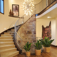 Contemporary Entry by COMITO BUILDING AND DESIGN LLC