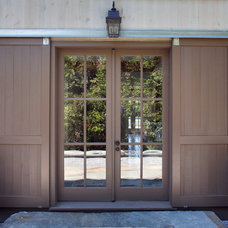 Traditional Entry by Yankee Barn Homes