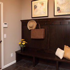 Contemporary Entry by Robert Thomas Homes