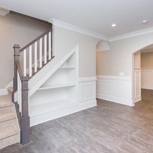 Exemple d'une porte d'entrée craftsman de taille moyenne avec un mur beige, un sol en carrelage de porcelaine, une porte simple et un sol multicolore.