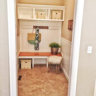 Неиссякаемый источник вдохновения для домашнего уюта: фойе среднего размера в стиле современная классика с серыми стенами и полом из винила