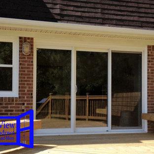 Идея дизайна: входная дверь среднего размера с раздвижной входной дверью и стеклянной входной дверью