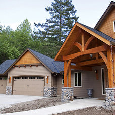 Craftsman Entry by Arrow Timber Framing