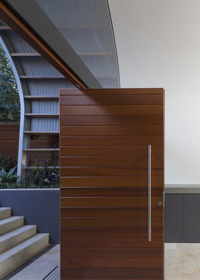 Contemporary Entry by RAAarchitects