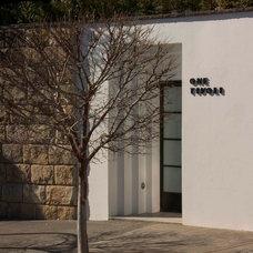Modern Entry by Porebski Architects