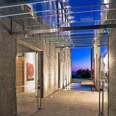 Modern Entry by Shubin + Donaldson Architects, Inc.