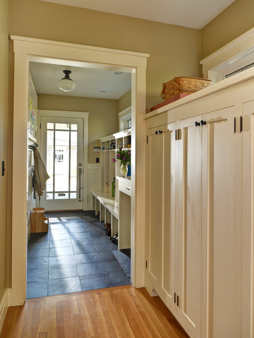 Craftsman entryway design ideas remodels photos for Mudroom layout