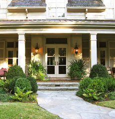 traditional entry by Bellwether Landscape Architects