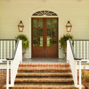 Klassischer Eingang mit Doppeltür und Glastür in Atlanta